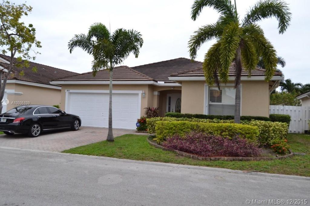 Photo of home for sale at 4915 33rd Ave SW, Fort Lauderdale FL