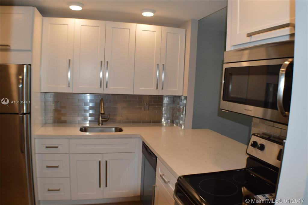 Photo of home for sale at 1800 Andrews Ave N, Fort Lauderdale FL