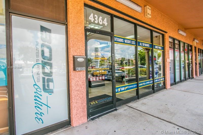 Photo of home for sale at 4350 Federal Hwy N, Fort Lauderdale FL
