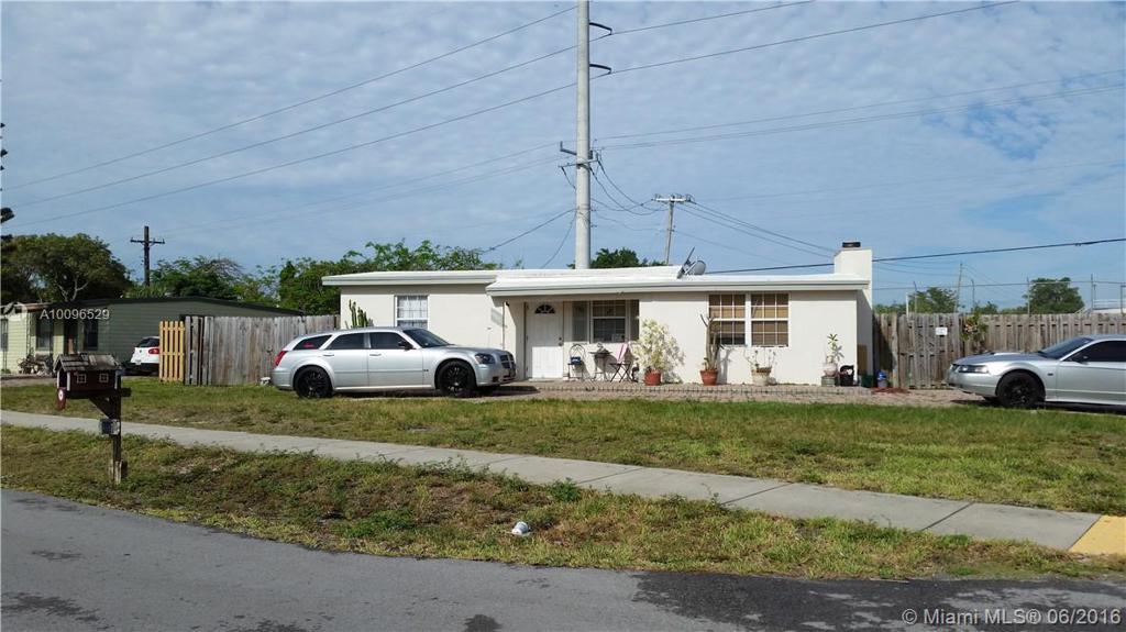 Photo of home for sale at 4987 14th Ave NE, Pompano Beach FL