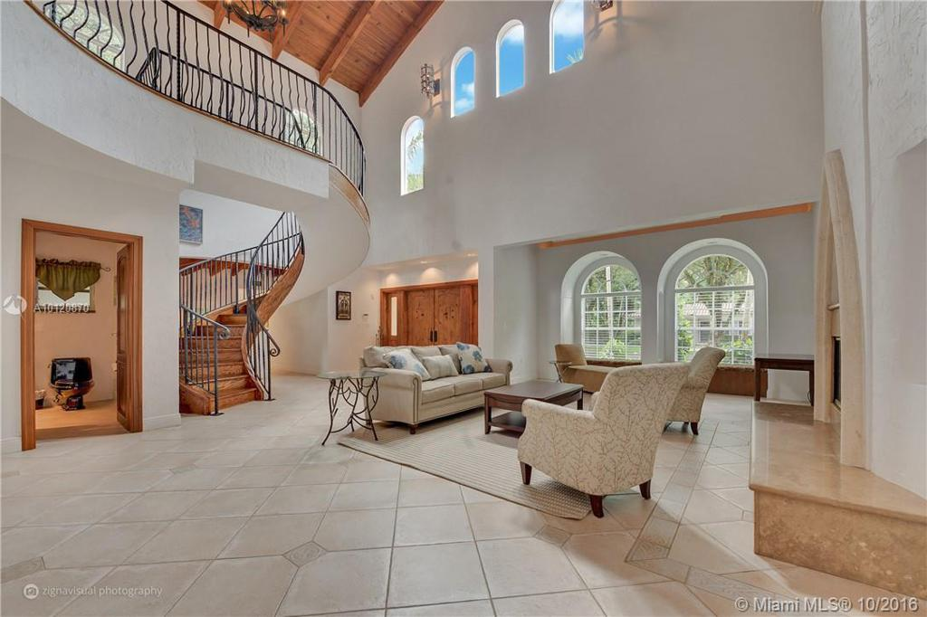 Photo of home for sale at 933 Andalusia Ave, Coral Gables FL