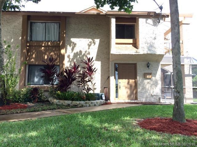 Photo of home for sale at 248 Wimbledon Lake Dr, Plantation FL