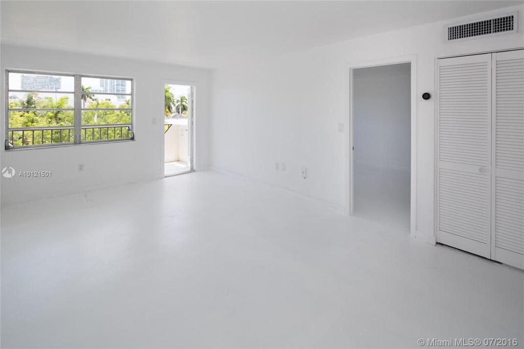 Photo of home for sale at 528 Meridian Ave, Miami Beach FL