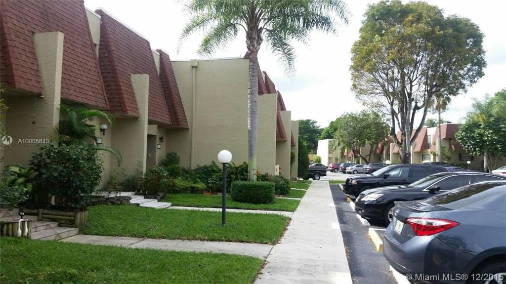 Photo of home for sale at 8924 Palm Tree Ln, Pembroke Pines FL