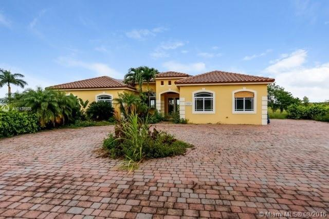 Photo of home for sale at 21821 352nd St, Homestead FL