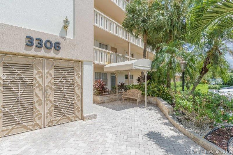 Photo of home for sale at 3306 Aruba Way, Coconut Creek FL