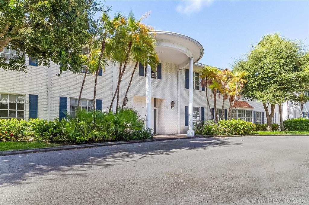 Photo of home for sale at 2190 68th St NE, Fort Lauderdale FL