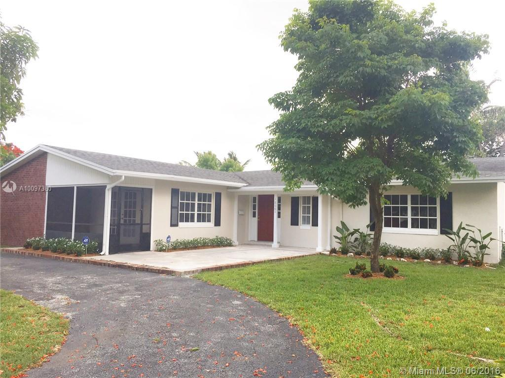Photo of home for sale at 18661 94th Ave SW, Cutler Bay FL