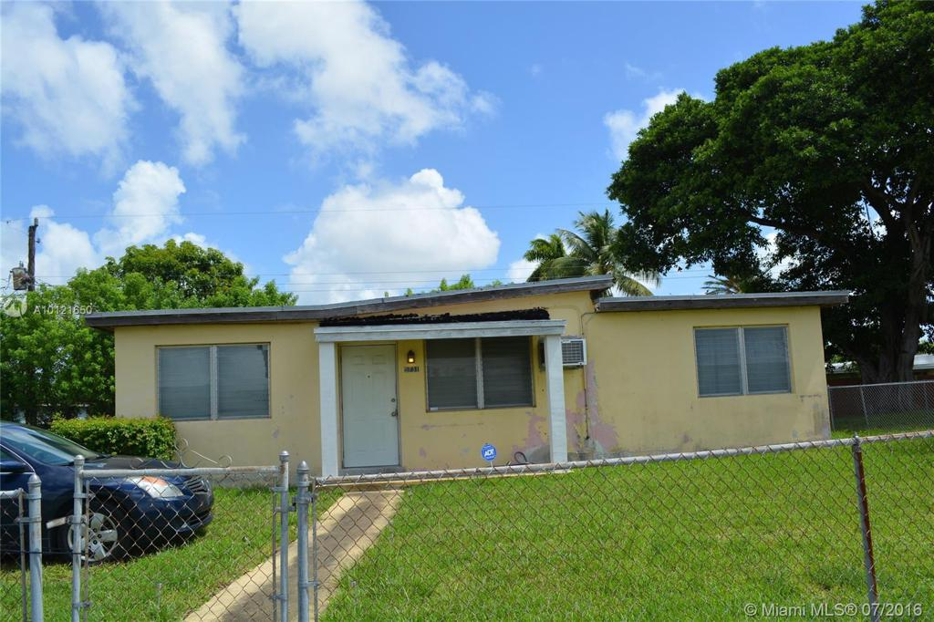 Photo of home for sale at 5731 41 St SW, West Park FL