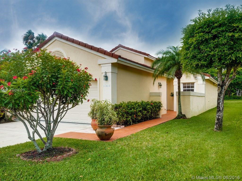 Photo of home for sale at 17414 10th St NW, Pembroke Pines FL
