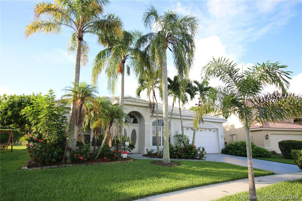 Photo of home for sale at 18230 10th St NW, Pembroke Pines FL