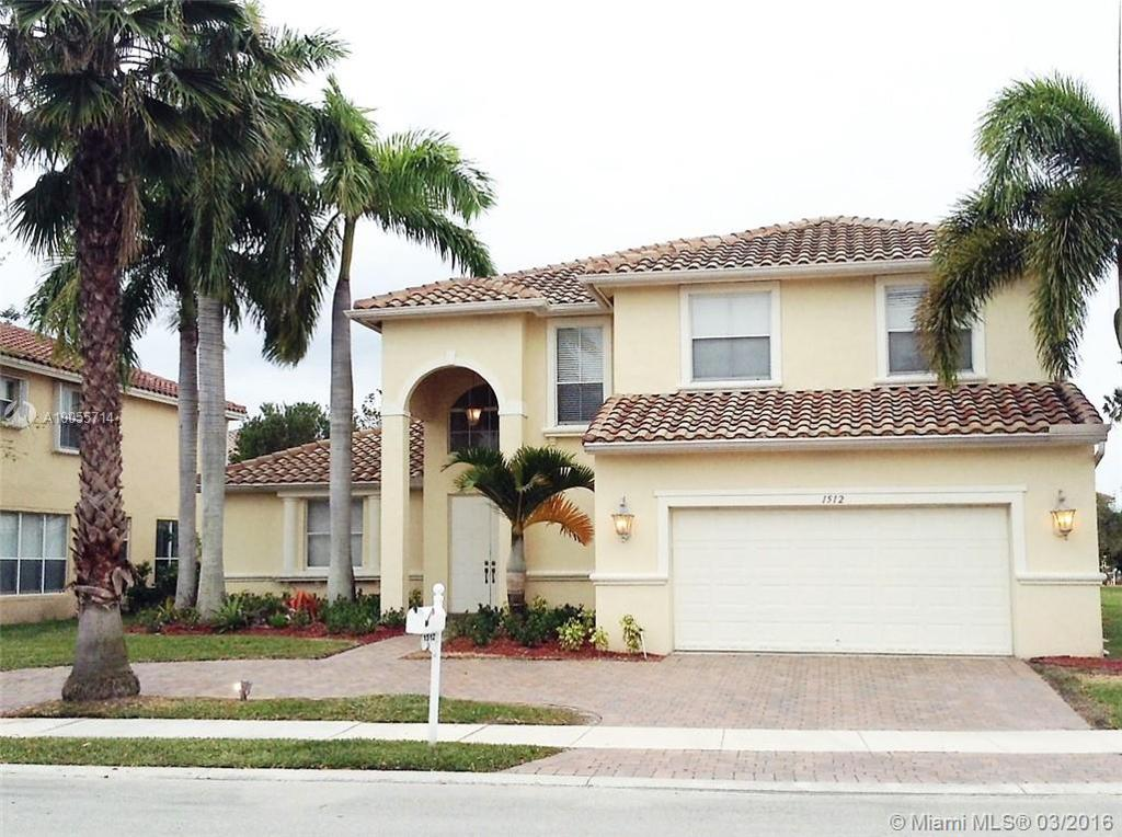 Photo of home for sale at 1512 189th Ave SW, Pembroke Pines FL
