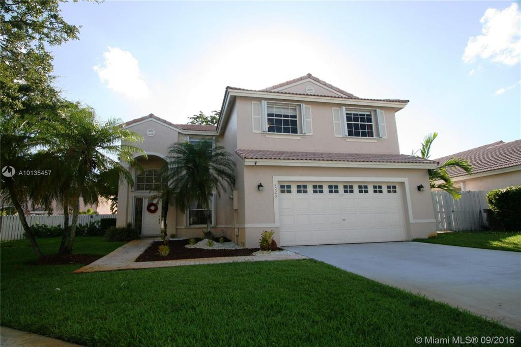 Photo of home for sale at 1020 187th Ave NW, Pembroke Pines FL