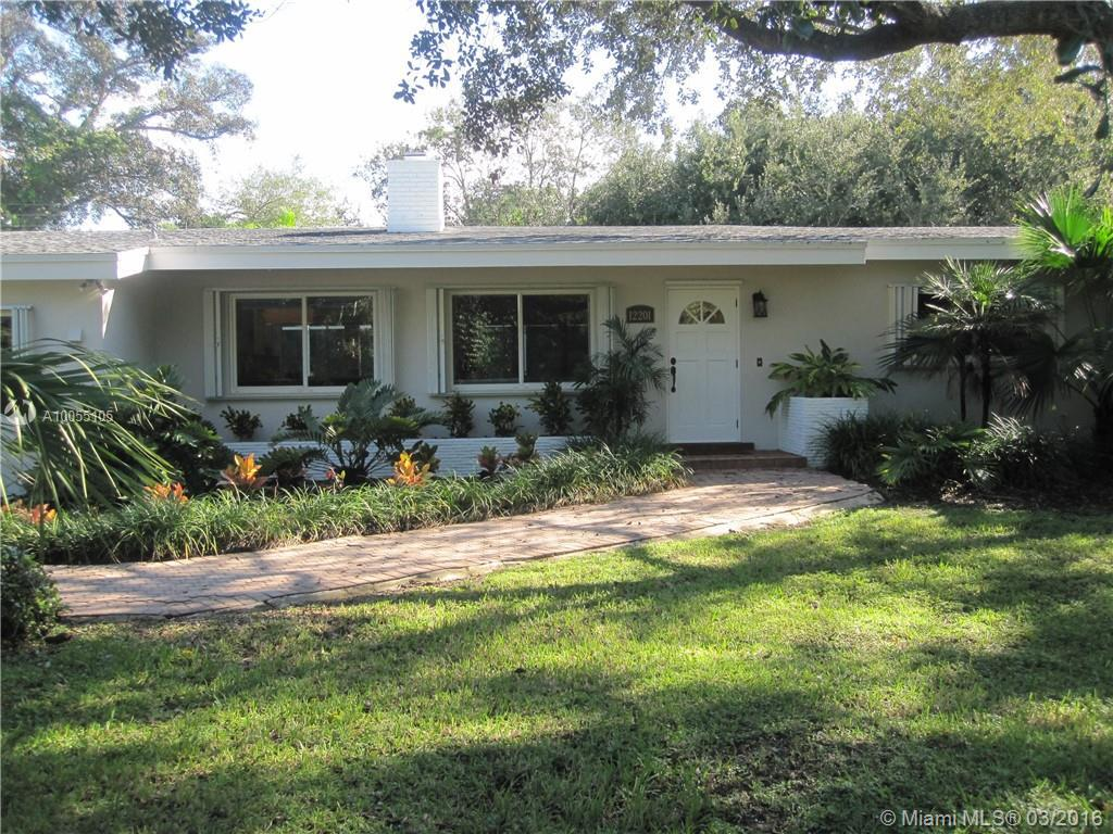 Photo of home for sale at 12201 69th Ct SW, Pinecrest FL