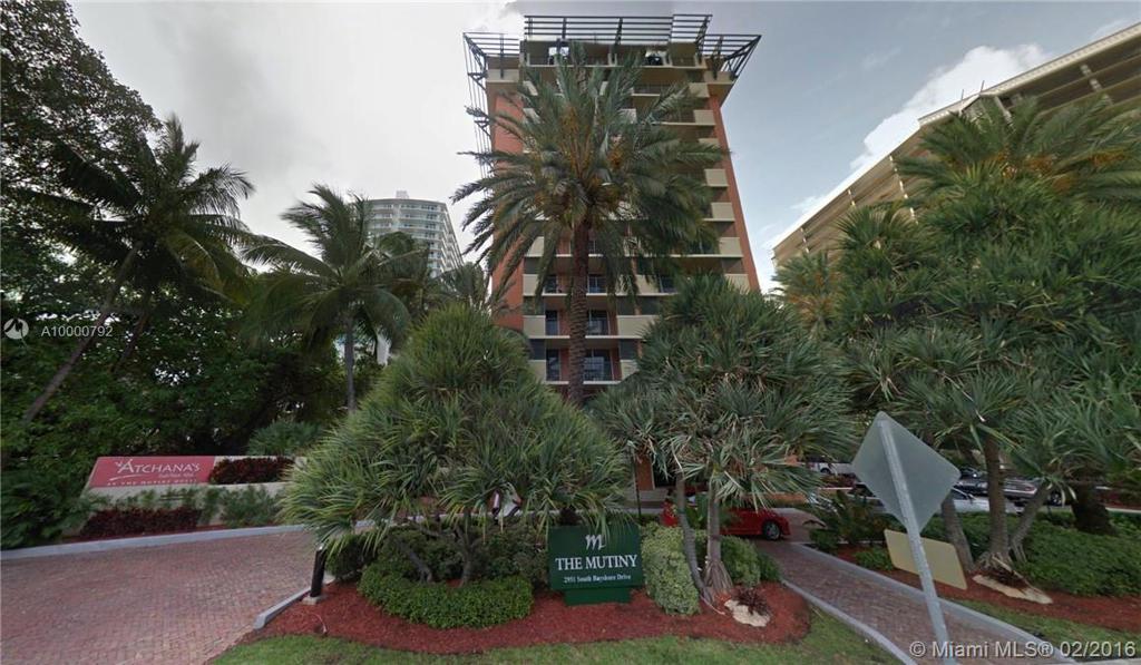 Photo of home for sale at 2951 S Bayshore Dr, Miami FL
