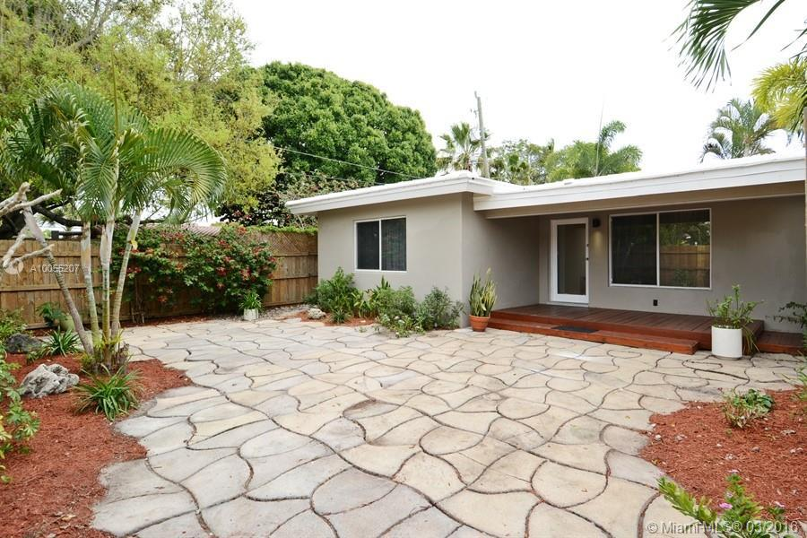Photo of home for sale at 1604 8th Ave NE, Fort Lauderdale FL