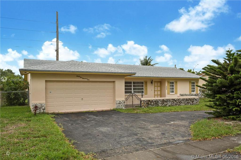 Photo of home for sale at 3501 41st Ct N, Hollywood FL
