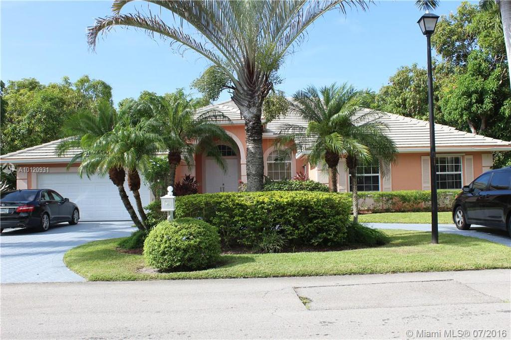 Photo of home for sale at 7924 185th Ter SW, Cutler Bay FL