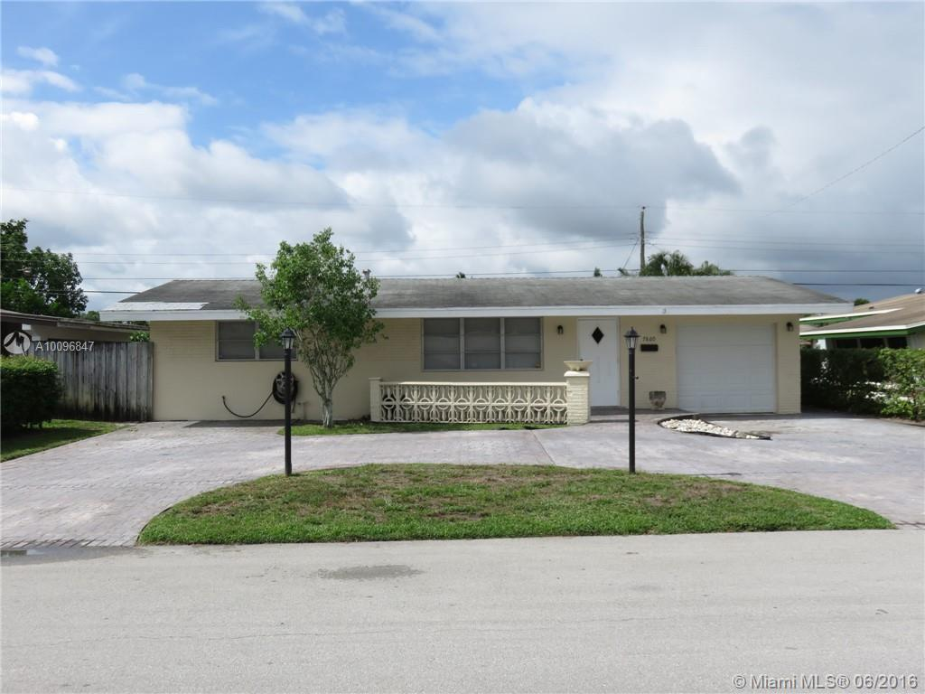 Photo of home for sale at 7860 11th Ct NW, Pembroke Pines FL