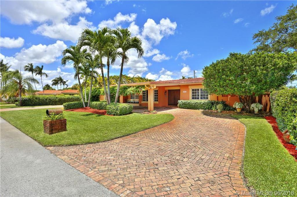 Photo of home for sale at 7801 90th Ave SW, Miami FL