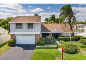 Property for sale at 13761 Green Cove Pl, Davie,  Florida 33325