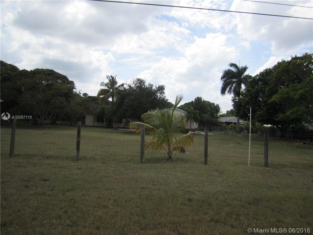 Photo of home for sale at 26080 192 Ave SW, Homestead FL