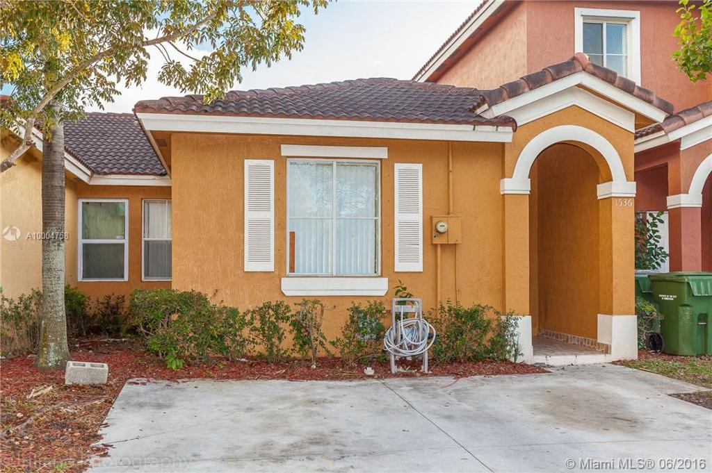 Photo of home for sale at 1536 2nd St SW, Homestead FL