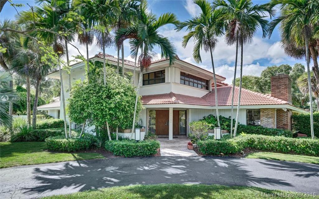 Photo of home for sale at 15204 73rd Ct SW, Palmetto Bay FL