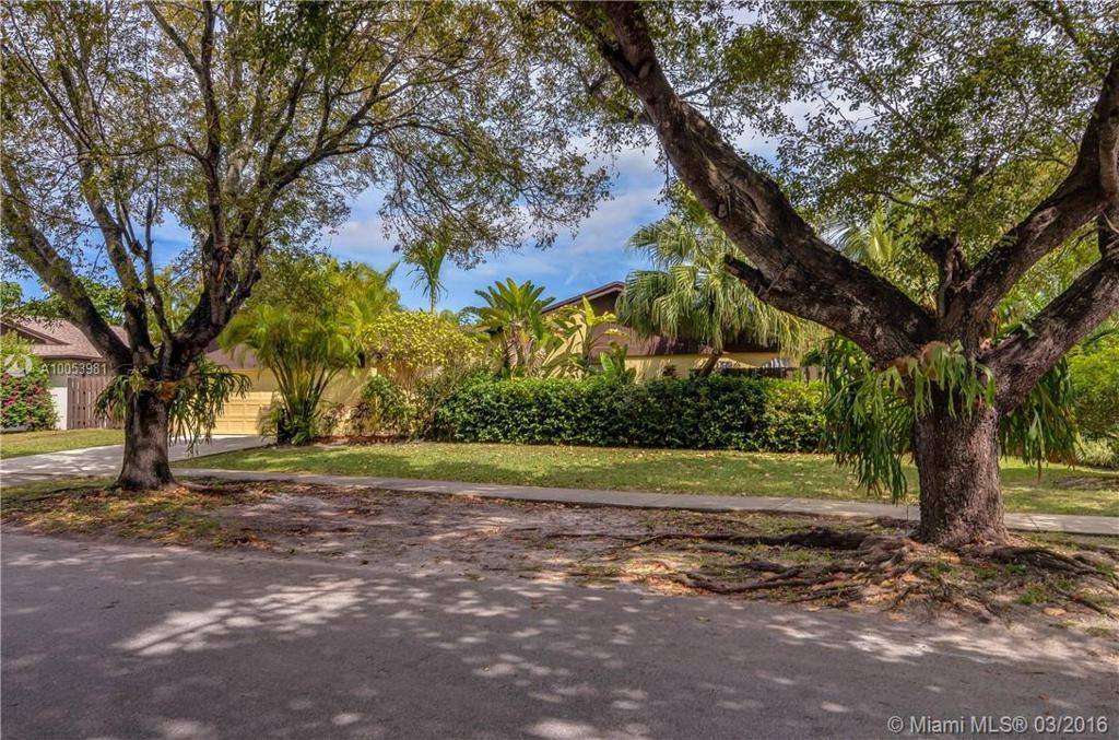 Photo of home for sale at 13451 108th Street Cir N SW, Miami FL