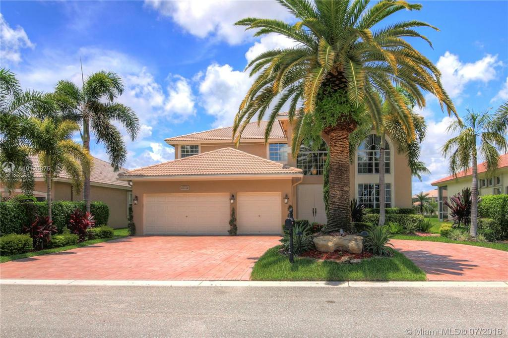 Photo of home for sale at 5861 54th Cir NW, Coral Springs FL