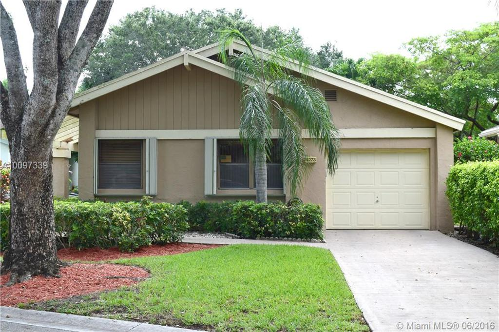 Photo of home for sale at 4273 Acacia Cir, Coconut Creek FL