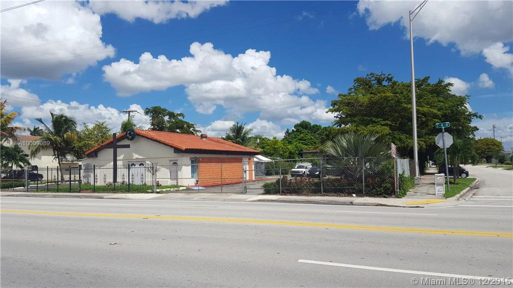 Photo of home for sale at 701 4 Ave E, Hialeah FL