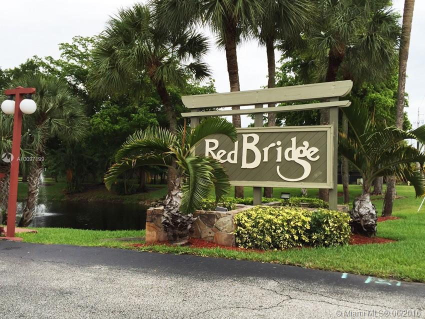 Photo of home for sale at 4101 78th Ave NW, Sunrise FL