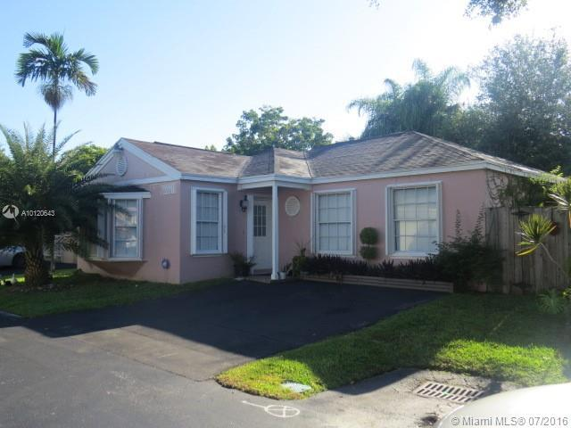 Photo of home for sale at 22211 99th Ct SW, Cutler Bay FL