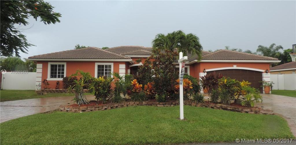 Photo of home for sale at 21513 128th Pl SW, Miami FL