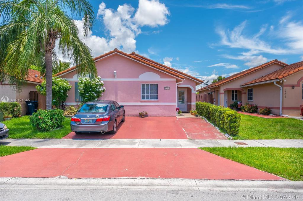 Photo of home for sale at 17922 145th Ave SW, Miami FL