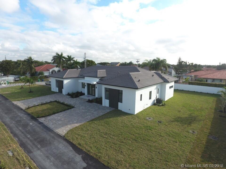 Photo of home for sale at 10950 26 ST SW, Miami FL