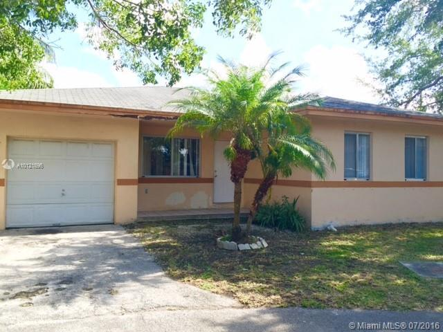 Photo of home for sale at 29873 158th Ct SW, Homestead FL
