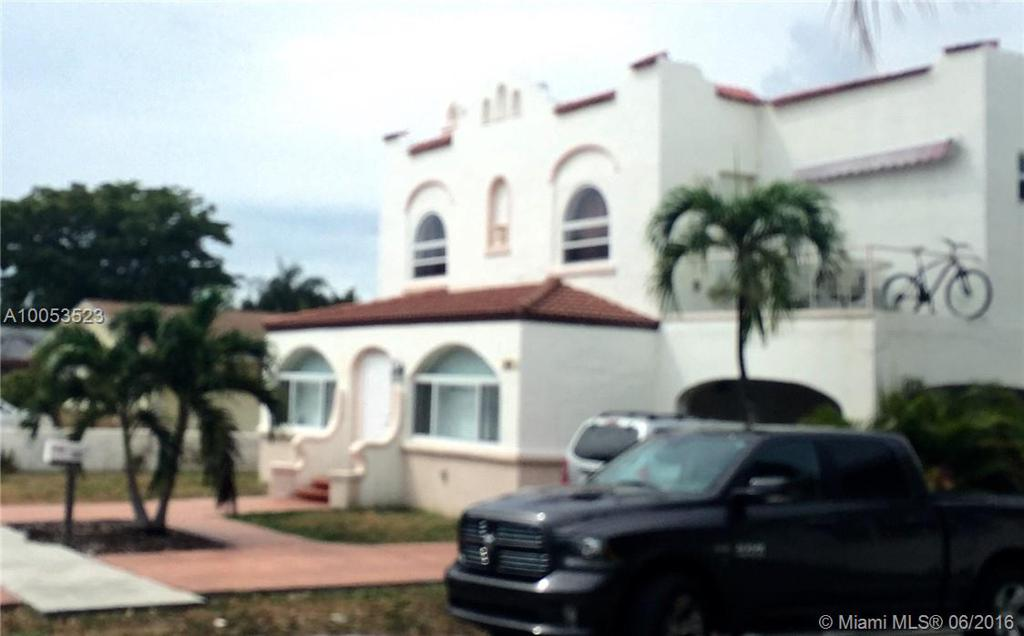 Photo of home for sale at 1907 Grant St, Hollywood FL