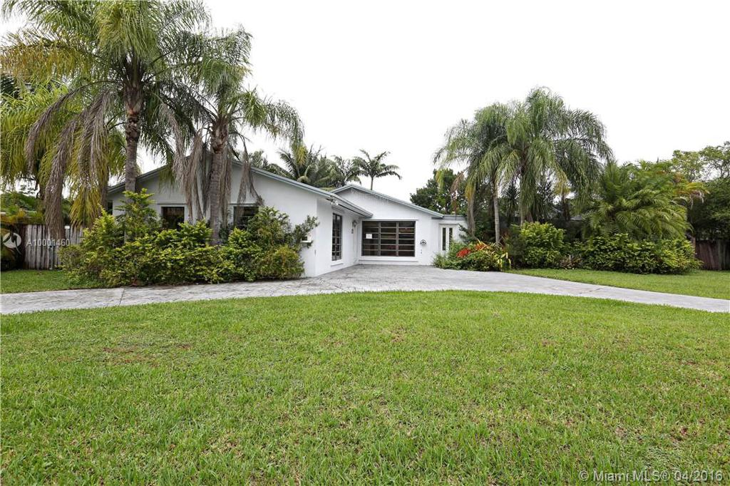Photo of home for sale at 10265 111th St SW, Miami FL