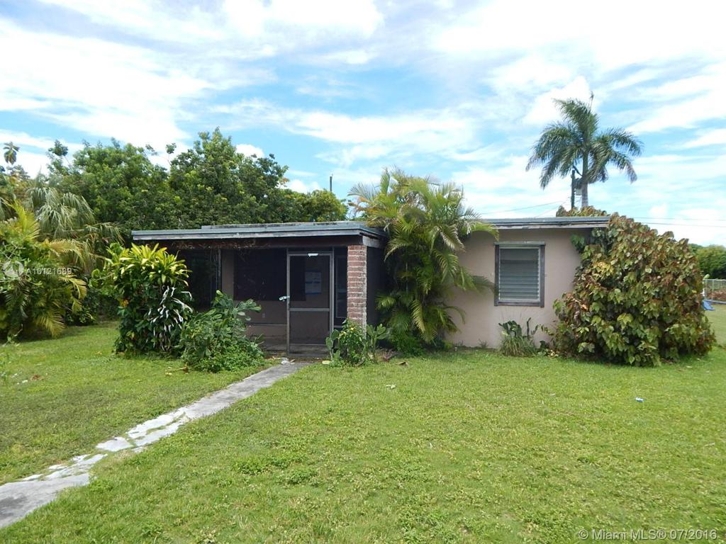 Photo of home for sale at 731 12th St NE, Homestead FL