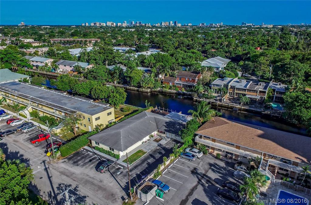 Photo of home for sale at 542 20th St NE, Wilton Manors FL