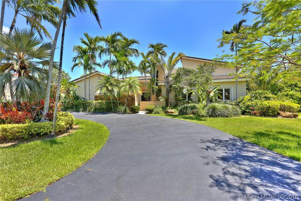 Photo of home for sale at 5804 131 Ter SW, Pinecrest FL