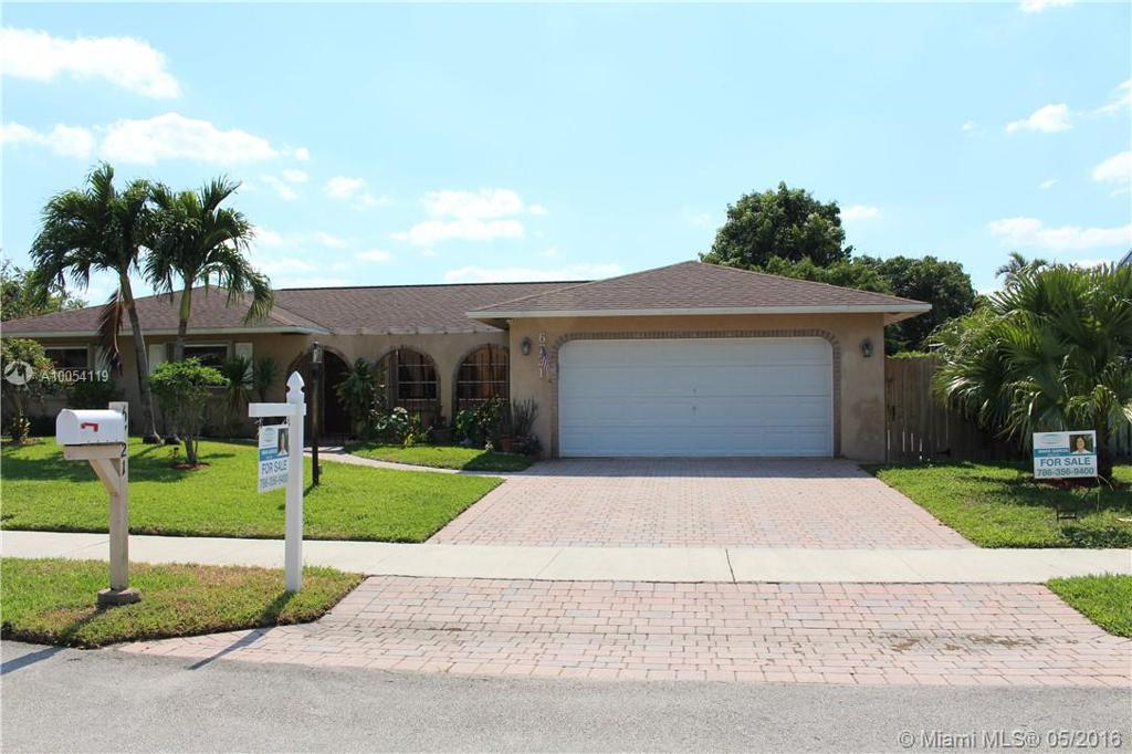 Photo of home for sale at 6721 27th Ter NW, Fort Lauderdale FL