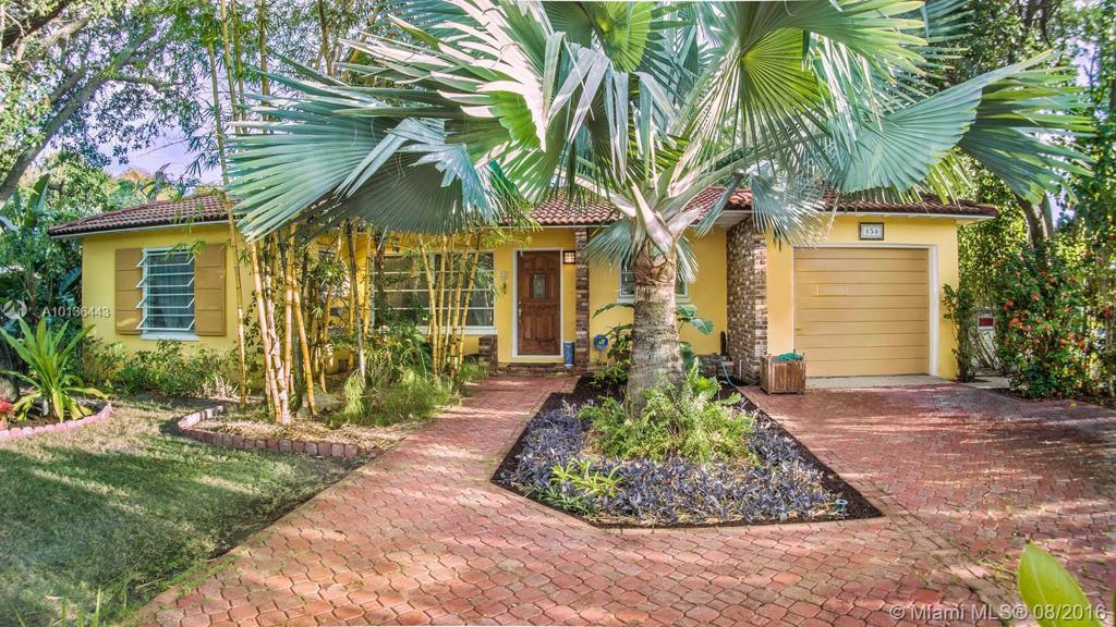 Photo of home for sale at 154 Euclid Blvd, Lantana FL