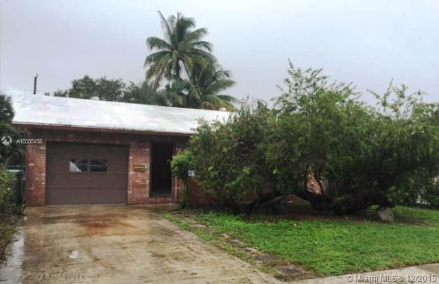 Photo of home for sale at 710 17th St SW, Fort Lauderdale FL