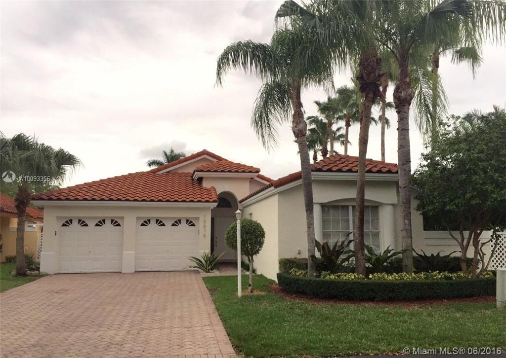 Photo of home for sale at 10575 51st Ln NW, Doral FL