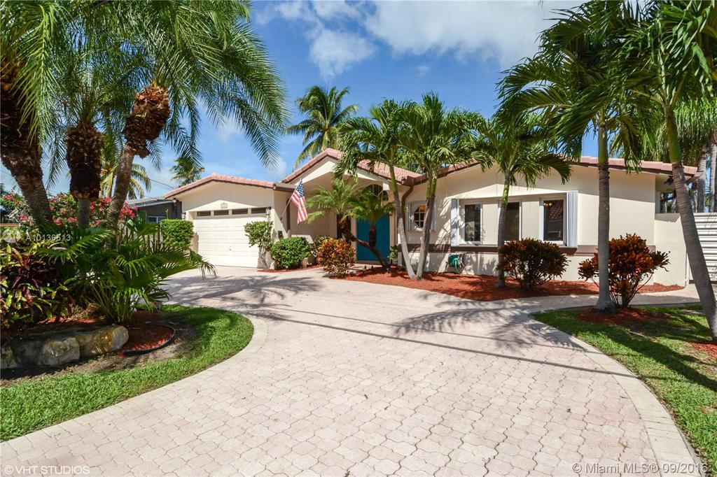 Photo of home for sale at 2316 19th Ave, Wilton Manors FL
