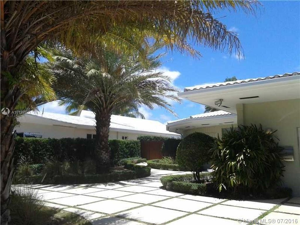 Photo of home for sale at 1925 117th Rd NE, North Miami FL