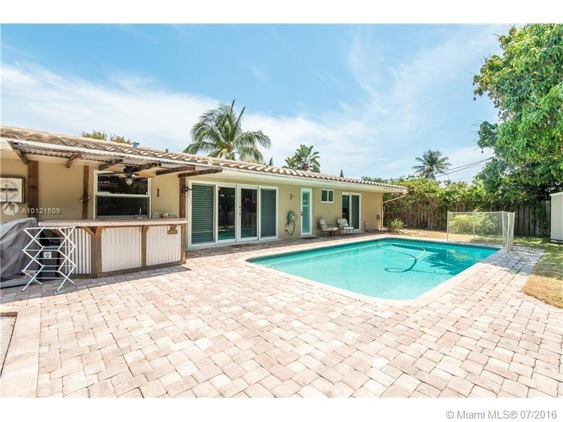 Photo of home for sale at 1950 62nd St NE, Fort Lauderdale FL